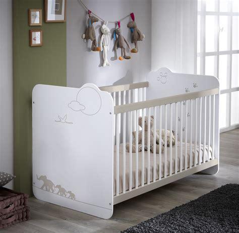 chambre bebe en pin lit bébé à barreaux contemporain blanc woody chambre