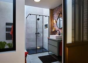 Une grande douche a l39italienne avec des touches de orange for Porte de douche coulissante avec mobilier salle de bain vintage