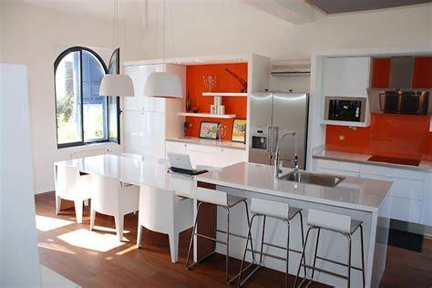 d馗o cuisine blanche cuisine blanche idées déco pour réchauffer l 39 ambiance