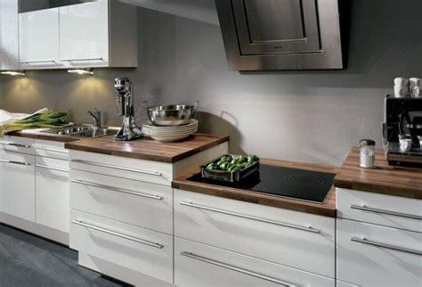 Weisse Küche Mit Dunkler Arbeitsplatte by Holz Arbeitsplatten Kueche Modern Dunkel Weisse Fronten