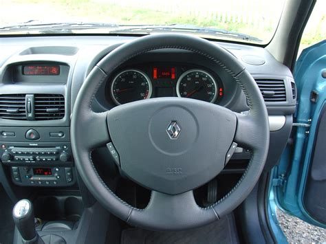 renault clio 2007 interior renault clio hatchback 2001 2008 rivals parkers
