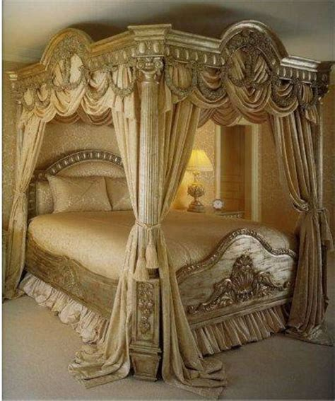 gold canopy bed curtains 25 beste idee 235 n over victorian bed op pinterest