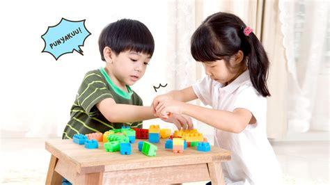 anak rebutan mainan  teman lakukan  tindakan  berbagi tips parenting hingga