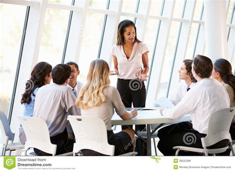 bureau conseil d administration gens d 39 affaires ayant la réunion du conseil d
