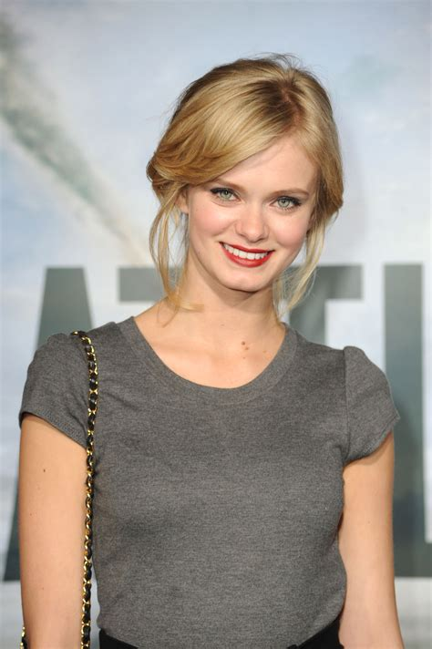 Sara Paxton At Event Of Pasauline Invazija Musis Del Los