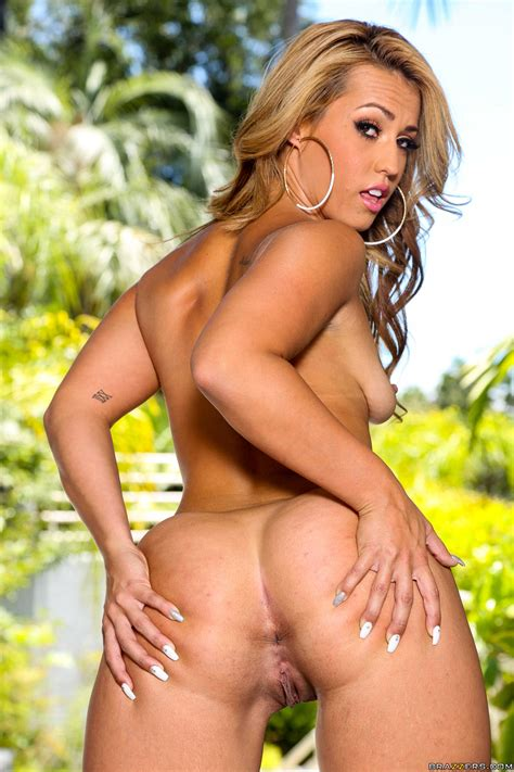 Tanned Blonde Is Showing Her Nice Ass Photos Kelsi Monroe