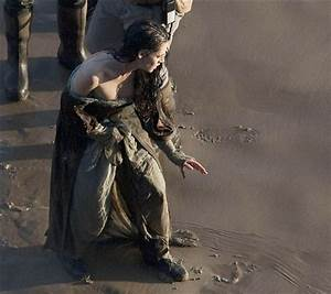 Snow White and the Huntsman - Kristen Stewart Set Pics (4 ...