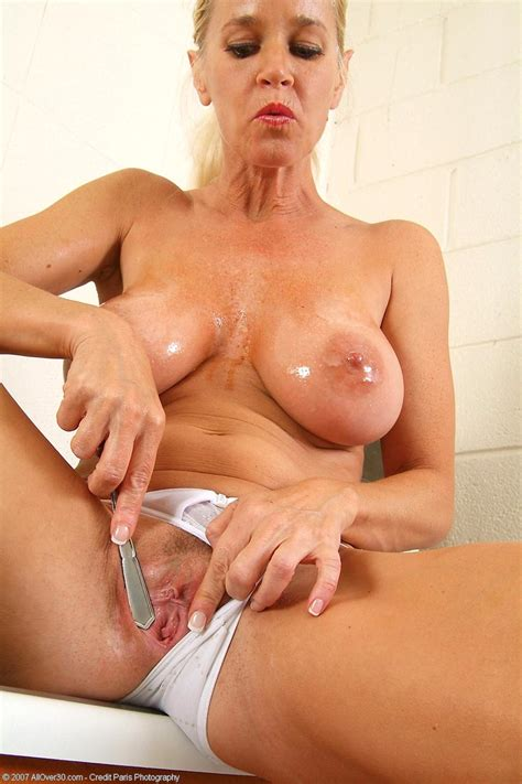 horny Totally Tabitha Gets Kinky In The Kitchen Free cougar sex