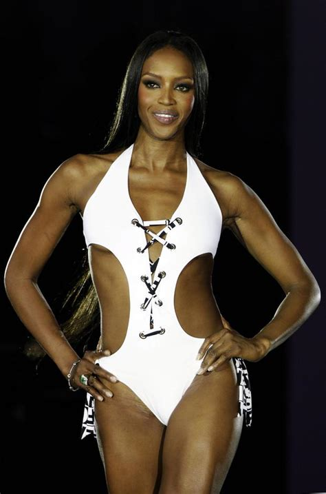 picture proof  naomi campbell hasnt aged  day