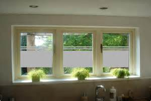 glasfolie design glasfolie op gespiegelde kastdeuren gouden kamerinrichting en privacy glasfolie