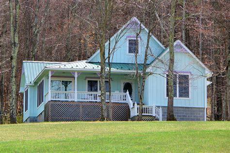 wv cabin rentals gingerbread 2 br cabin rental new river gorge west virginia