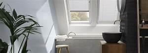 Store Salle De Bain : store pour fen tre de toit velux dans une salle de bain ~ Edinachiropracticcenter.com Idées de Décoration