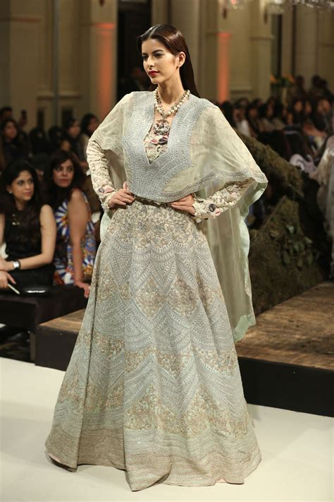Day 3 FDCI India Couture Week 2016: Anamika Khanna F A