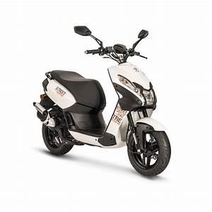Peugeot Scooter 50 : new peugeot streetzone scooter visordown ~ Maxctalentgroup.com Avis de Voitures