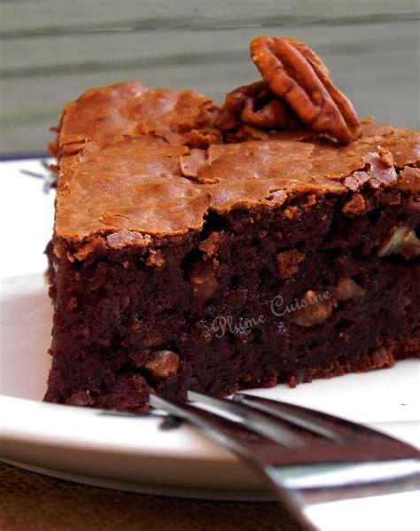 cuisine chocolat gâteau moelleux au chocolat et aux noix une plume dans