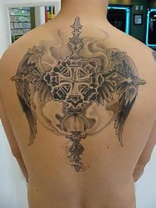 Croix Tatouage Homme : 100 tatouages indispensables de croix ~ Dallasstarsshop.com Idées de Décoration