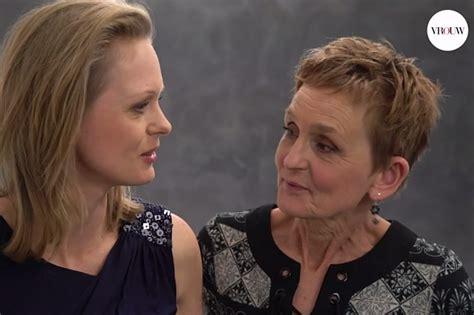 moeder en dochter geven zich bloot video divers proudbme