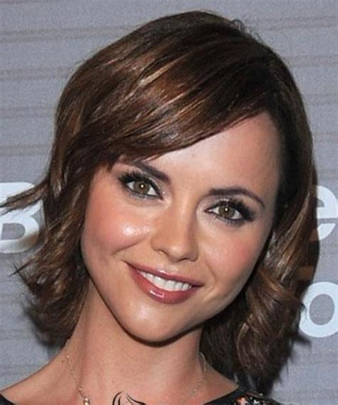 short wavy hairstyles for square face for women over 60