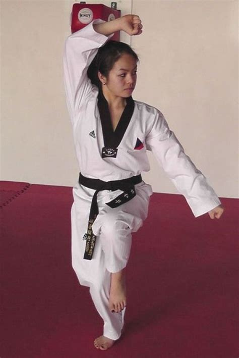 #martialarts #martial #arts #poses | Women karate, Martial ...