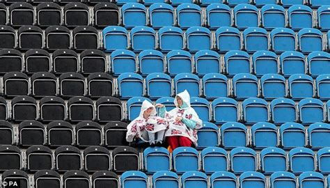 held fans bulk uk weather summer 39 s and olympics visitors brace