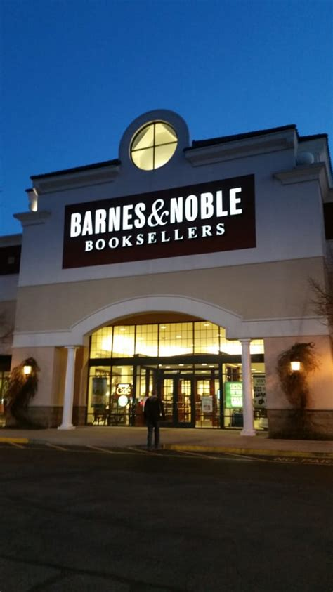 barnes and noble louisville ky barnes noble booksellers 16 foton 14 recensioner