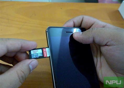 nokia  hands    insert sim microsd cards