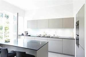 Küche Mit Küchenblock : helle k che mit k chenblock zum sitzen ~ Markanthonyermac.com Haus und Dekorationen