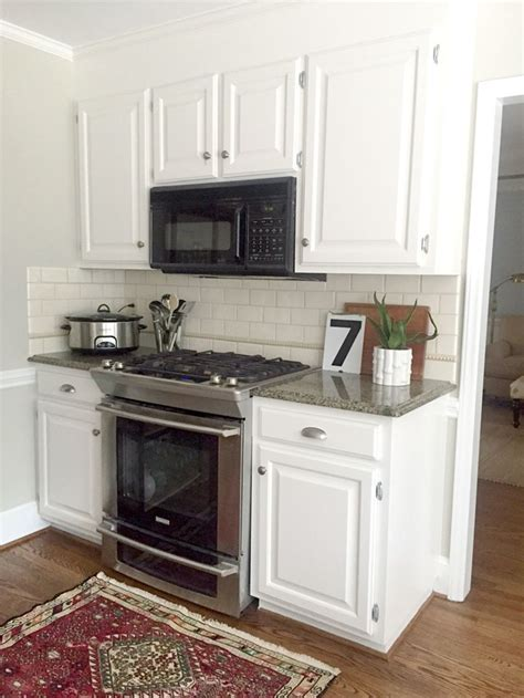 alabaster white kitchen cabinets our white kitchen cabinets granite emily a clark 4009
