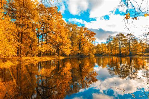 beautiful fall colors 5 beautiful fall foliage destinations arrivalguides blog