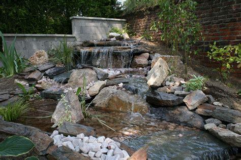 faire une cascade en pierres bassin construire cascade bassin de jardin bassin de jardin