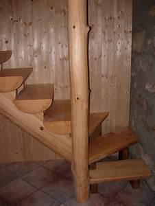 Rond En Bois : escaliers maison bois rond ~ Teatrodelosmanantiales.com Idées de Décoration