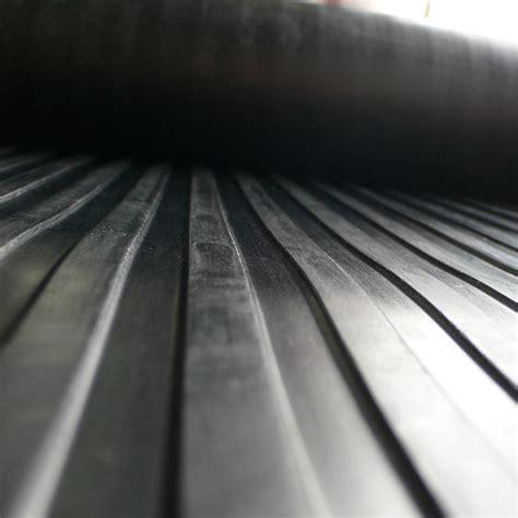 """Corrugated Wide Rib"" Rubber Runner Mats"