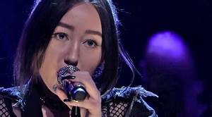 Noah Cyrus Makes Television Debut With Sultry Performance ...