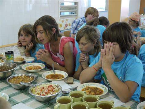 children eat  lunch   countries