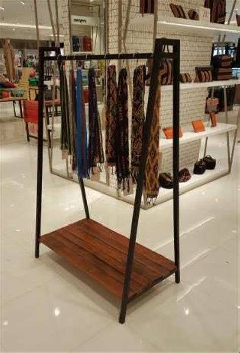 jual gantungan baju toko distro besi kayu industrial