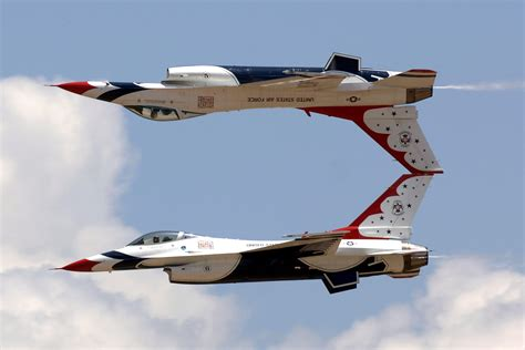 Awesome Air Show by U.S. Air Force Thunderbirds With F-16 ...