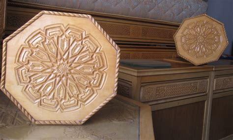 banquettes en bois pour salon marocain traditionnel d 233 co
