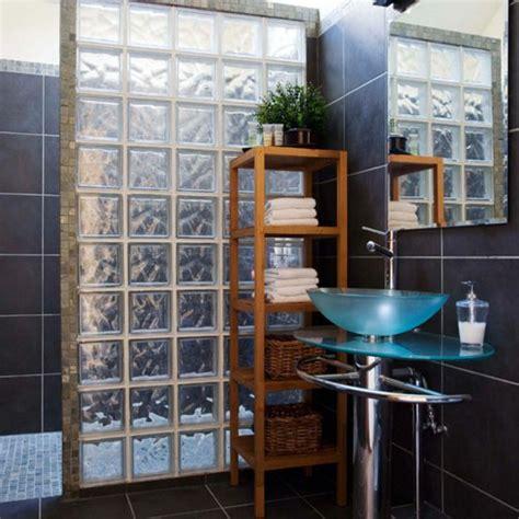 mettons des briques de verre dans la salle de bains archzine fr