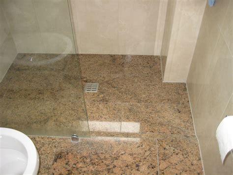 dusche aus granit diesmal  giallo