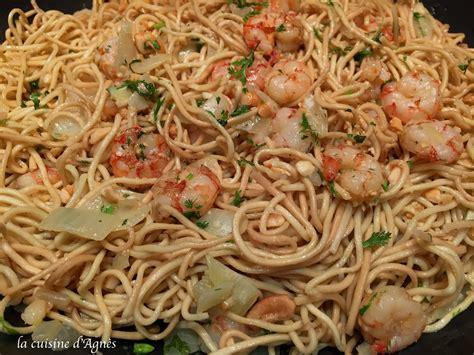 cuisiner nouilles chinoises recette pates chinoises aux crevettes 28 images nouilles saut 233 es aux crevettes la