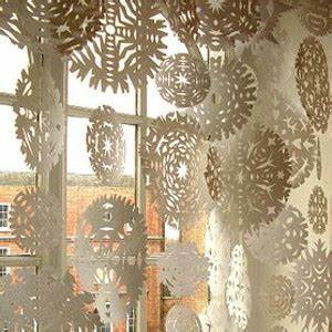 20 Snow Paper Craft Ideas DIY Paper Snowflakes and More