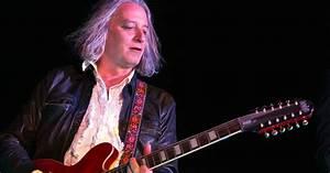 Peter Buck39s Paradise Inside REM Guitarist39s Cozy