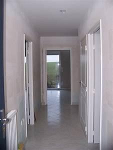 Deco Couloir Blanc : decoration couloir gris et blanc decoration couloir gris ~ Zukunftsfamilie.com Idées de Décoration