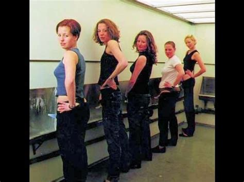donne in bagno a fare pipi p mate le donne possono fare pip 236 in piedi can