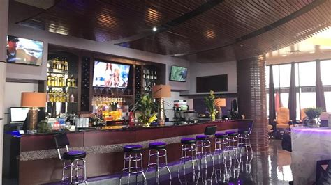 A New Nail Salon In Denton Adds A Full Bar And Karaoke To