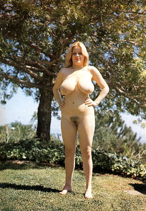 Retro Mommy Naked Outside Bigtittylover
