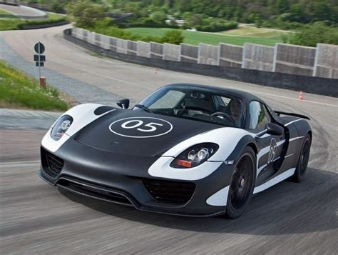 hybrid porsche 918 wordlesstech porsche shows off 918 spyder hybrid