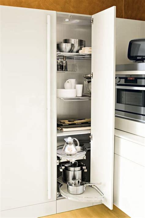 colonne angle cuisine meuble d 39 angle cuisine moderne et rangements rotatifs en
