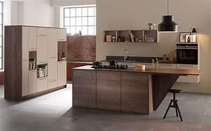 Küche Modern Mit Kochinsel Holz : offene k che beige und holzdekor mit insel ~ Bigdaddyawards.com Haus und Dekorationen