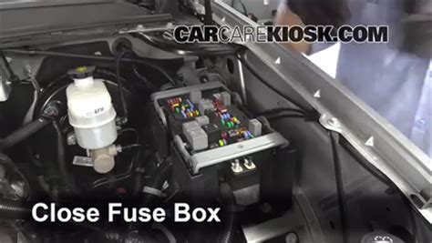 2007 Tahoe Fuse Box by Replace A Fuse 2007 2013 Chevrolet Tahoe 2013 Chevrolet